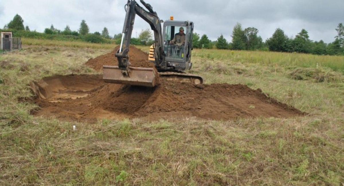 Odhumusowanie stanowiska archeologicznego podczas badań archeologicznych